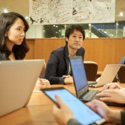什麼是交流最好的方式?李小龍說把所有人都當作「我的朋友」