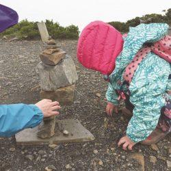 大自然是最棒的遊樂場!5個小撇步讓爬山變好玩《第一次親子健行好好玩》