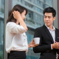 如何一開口撩人又聊心?「讓別人更認識你」是聊天交心的第一步..