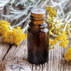 【精油推薦2020】這6種一用就愛上:玫瑰精油,蠟菊,松樹精油,丁香,洋甘菊精油,玫瑰天竺葵《對症芳療全醫典》